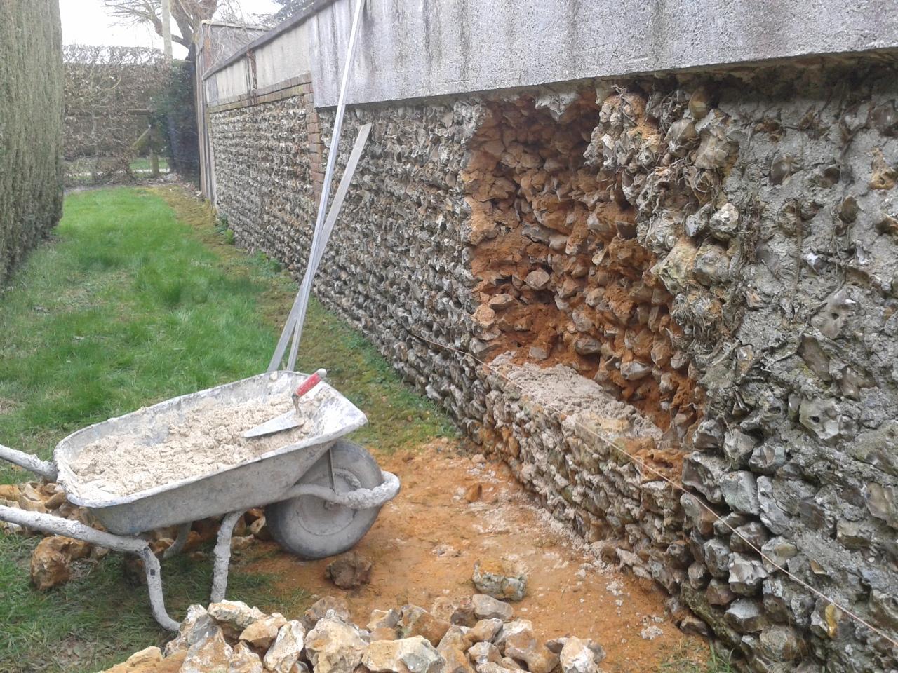 Répration d'un mur en silex (AVANT)