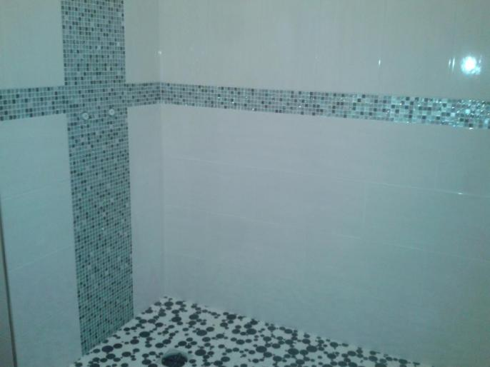 pose de fa ence et mosa que dans une douche l 39 italienne. Black Bedroom Furniture Sets. Home Design Ideas