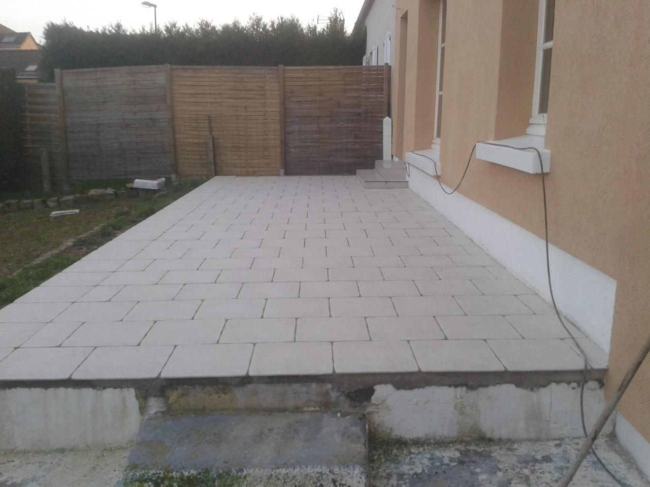 Terrasse carrel e sur dalle b ton for Pose carrelage exterieur sur plots