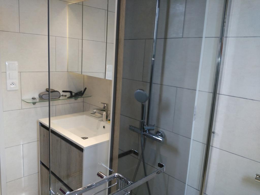 Fa ence et carrelage salle de bain douche l 39 italienne for Faience et carrelage