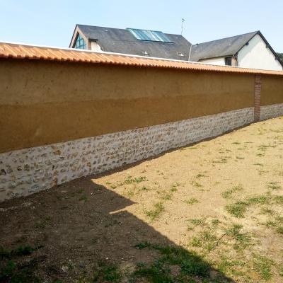 Reconstruction d'un mur en bauge