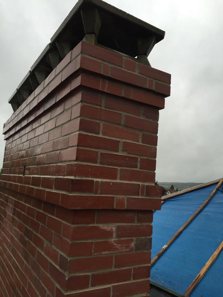 Elevation d'une cheminée en brique