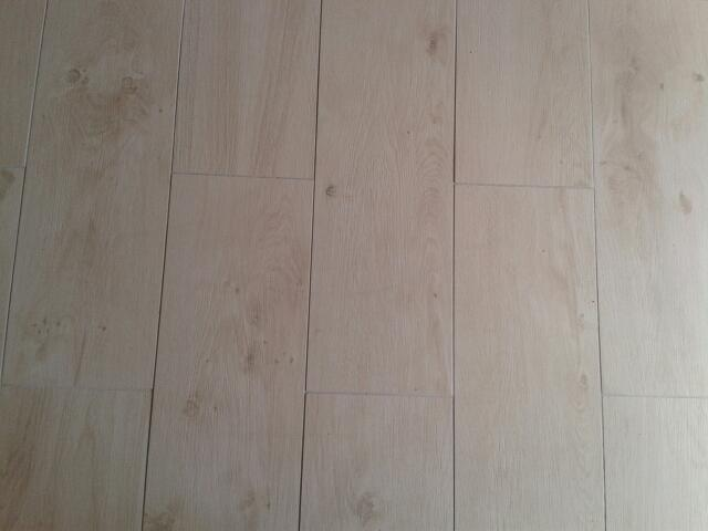 Pose de carrelage en lame imitation parquet for Pose de carrelage imitation parquet