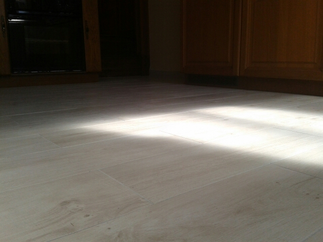Pose de carrelage, en lame imitation parquet