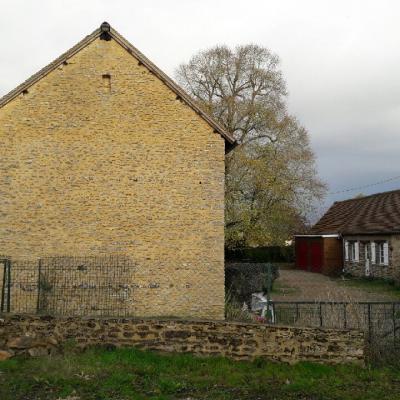Rejointoiement de murs en pierre calcaire de pays