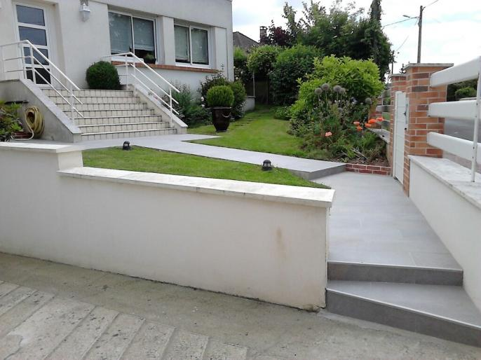 Carrelage ext rieur terrasse all e et trottoir for Carrelage escalier exterieur